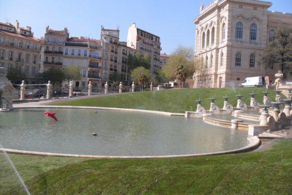 Pose de gazon naturel <br> Palais Longchamp à Marseille